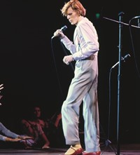 David Bowie Terry O'Neill portrait fashion style 1970s 70s