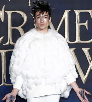 Ezra Miller in Givenchy Haute Couture (2)